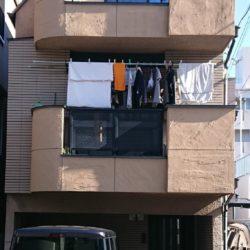 隣設置駐車場につき陽当たり・風通し良好(外観)